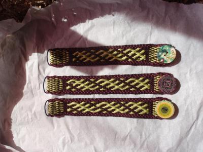 Bracelet USINA, motif vert sur violet foncé